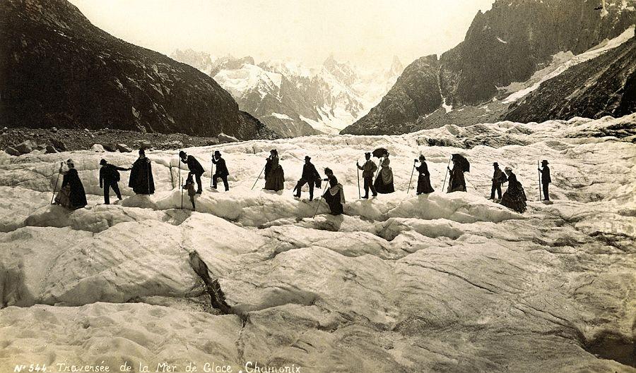 Auguste Garcin, Traversée de la mer de glace, Chamonix, vers 1865, épreuve albuminée. © Collection Crispini, Genève