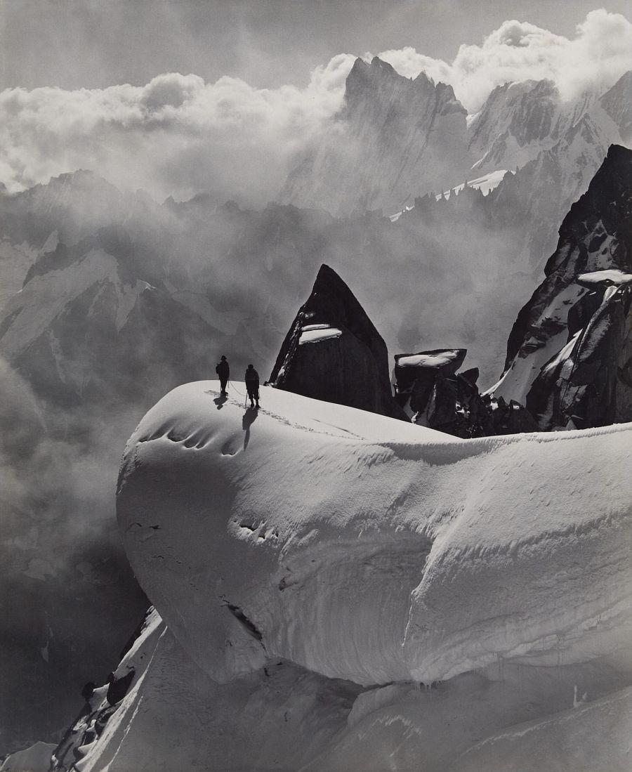 Georges Tairraz II: Traversée de l'aiguille du Midi à l'aiguille du Plan, Massif du Mont-Blanc, 1932 épreuve au gélatino-bromure d'argent © Collection Crispini, Genève