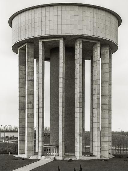 Bernd & Hilla Becher: Wasserturm, Kwaadmechelen, B 1971 © Estate Bernd & Hilla Becher/Max Becher in Zusammenarbeit mit der Photographischen Sammlung/SK Stiftung Kultur, Köln